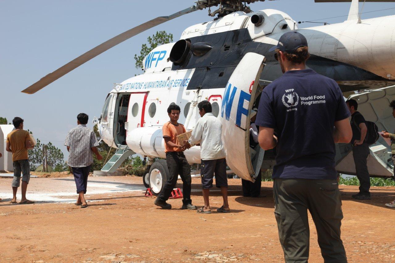 日本、ネパールの人道支援物資空輸継続のための新たな支援を発表 ...