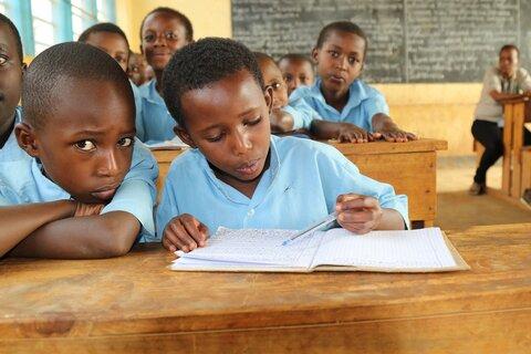 「学校は私たちの未来の唯一の希望です」