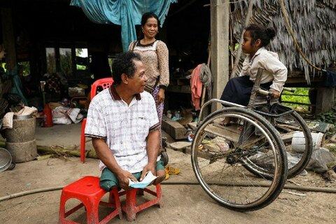 カンボジア:洪水被害を受けた障害を持つ人々に対する国連WFPの支援