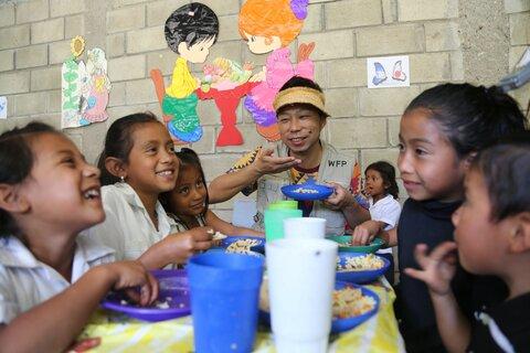 ゴミ拾いの子どもたちの未来を変える給食