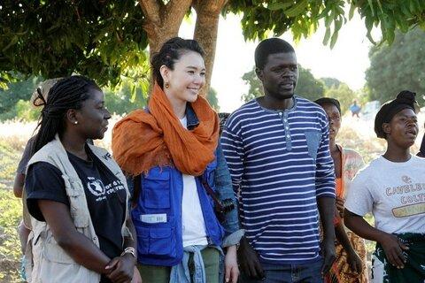 知花くららさん、最貧国マラウイを訪問〜貧困と災害に負けない力を〜