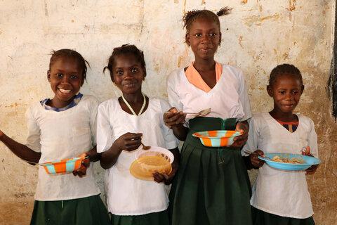ガンビアで日本の支援者からの寄付により学校給食が再開(皆さまへのお礼)