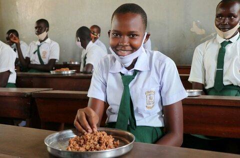 南スーダンの少女に生きる力を与える学校給食