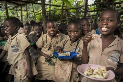 ブルンジ: 子どもたちの食生活を支える日本の魚缶