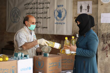 Food distribution in Aleppo, Syria - WFP/Khudr Alissar