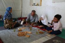 アフガニスタン:都市部の教育を受けた人びとも、失業や収入源で飢餓に直面